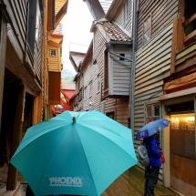 Besichtigung der Handelshäuser in Bergen bei Regen